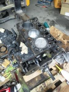 分解したエンジン